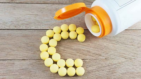 Coronavirus: faut-il prendre de la vitamine C ou d'autres compléments?