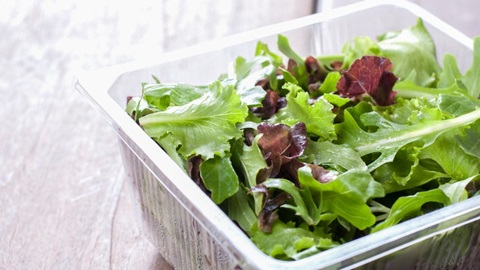 Comment testons-nous les salades en sachet?