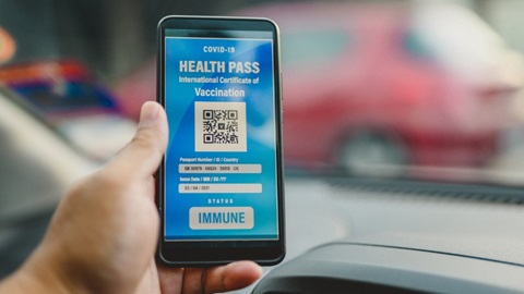 """""""Covid Safe Ticket"""" : les personnes non-vaccinées doivent pouvoir se faire tester gratuitement"""