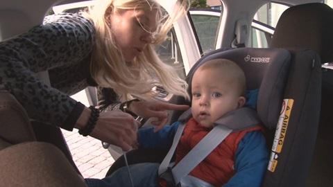 installer & attacher correctement le siège auto pour enfant & bébé