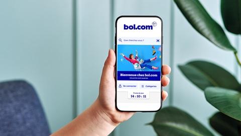 Bol.com, la plateforme de vente en ligne hollandaise, est désormais disponible en français via une application mobile. Ses offres sont-elles moins chères et donc plus intéressantes que celles de la concurrence (Coolblue, Vanden Borre, MediaMarkt, Krefel, Fnac) ? Les experts de Test-Achats ont procédé à un coup de sonde, via leurs comparateurs, pour six produits hightech et en petit électro, pour le savoir.