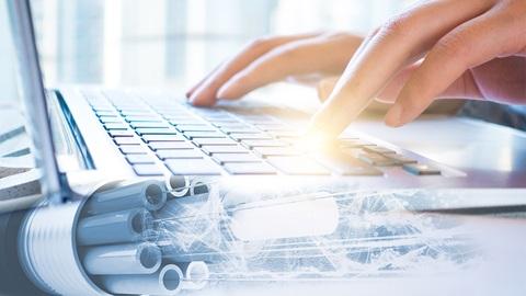 Mains sur clavier d'un PC
