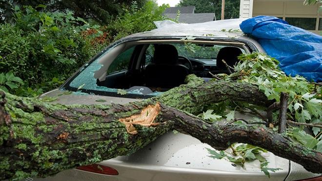 Que faire si un tiers occasionne des dégâts à ma voiture lors d'une tempête?